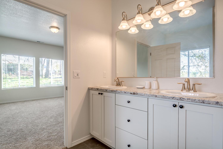 vaughn-floorplan-bathroom