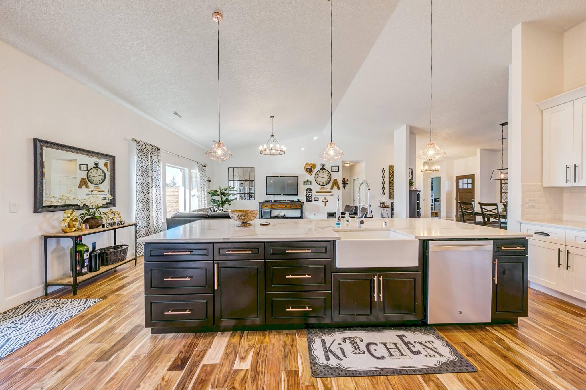 Best home floor plans for entertaining for Large home plans for entertaining